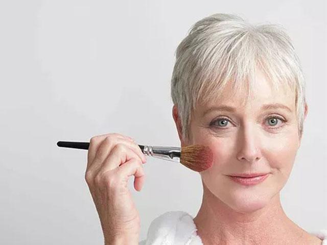 Что в макияже прибавляет возраст? Текстуры